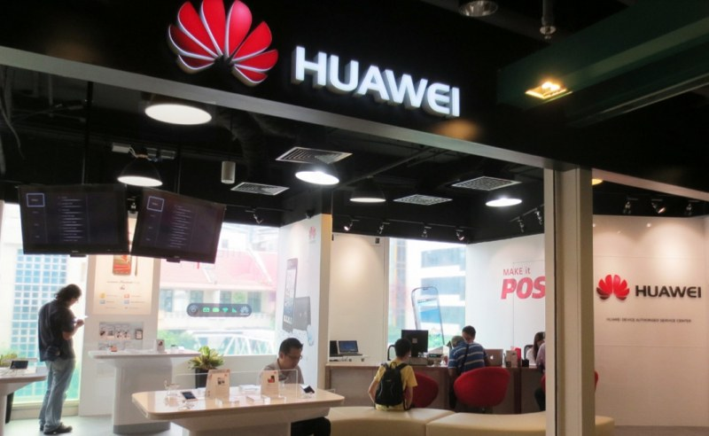 В Литва призоваха хората да изхвърлят китайските си смартфони