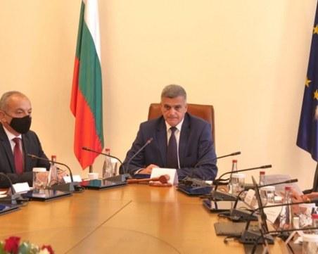 Стефан Янев на среща с туристическия бранш, обсъждат помощи за сектора