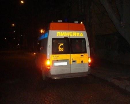 Кола се обърна по таван в София, двама мъже са в болница
