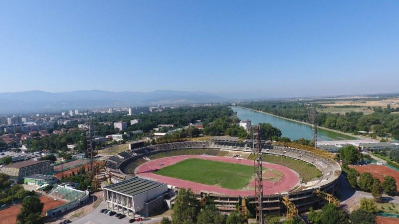 Слънчево с необичайно високи температури за сезона ще бъде времето в Пловдив днес
