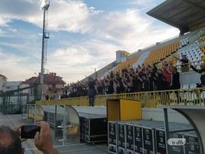 Феновете на Ботев надъхаха играчите преди дербито