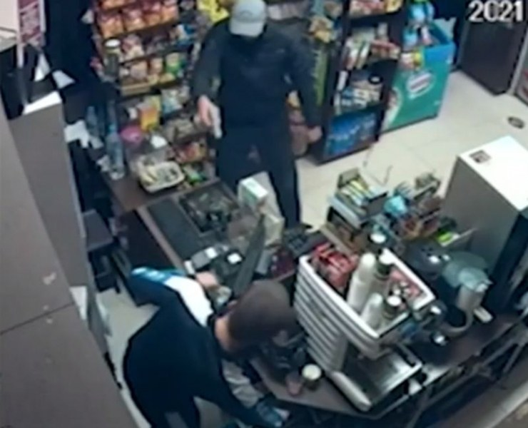 Въоръжен ограби магазин в Елин Пелин