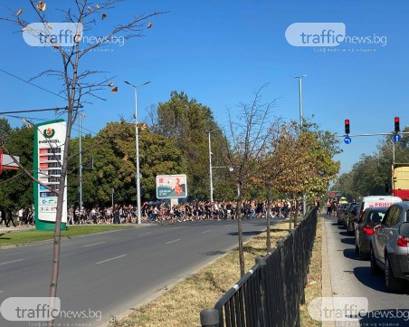 Феновете на Локо влязоха на Лаута с шествие, полицията затвори кръстовището край стадиона
