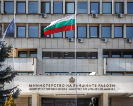 Спешно евакуираха служител на българското посолство в Кабул