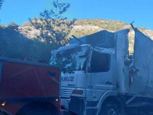 Пуснаха движението по пътя Пловдив-Смолян, след като изтеглиха катастрофирал тир