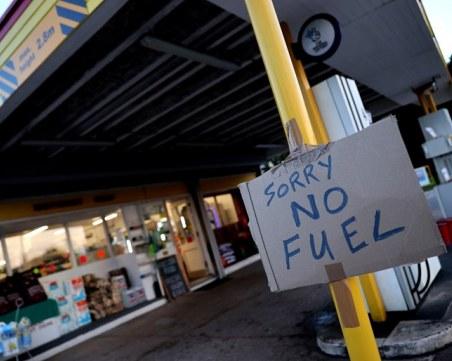 Паника за горива и стоки в Англия, 400 бензиностанции въведоха лимит