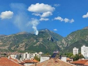 Пожар гори в гората над Карлово