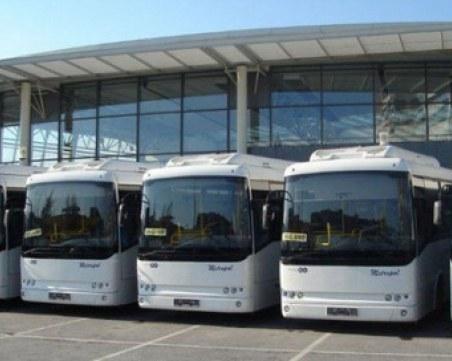"""Приключение с """"Хеброс бус"""": Шофьор ремонтира """" в движение"""" междуградски автобус, пълен с пътници"""