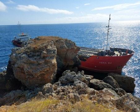 Има замърсяване на водата около заседналия кораб край Камен бряг