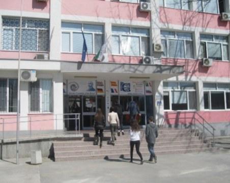 Строителството на физкултурния салон на Руската гимназия все по-трудно, може да прекратят поръчката