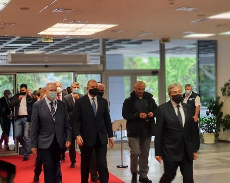 Президентът пристигна в Пловдив, откри форум в Панаира