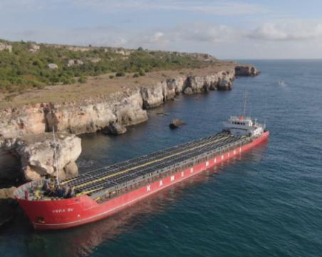 Обявиха частично бедствено положение в Каварна заради заседналия кораб