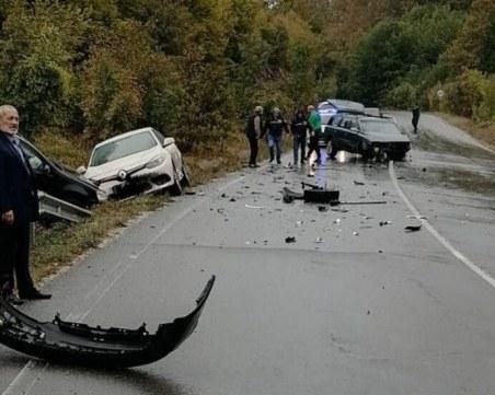 Тежка катастрофа с три коли блокира трафика на пътя Бургас - Малко Търново