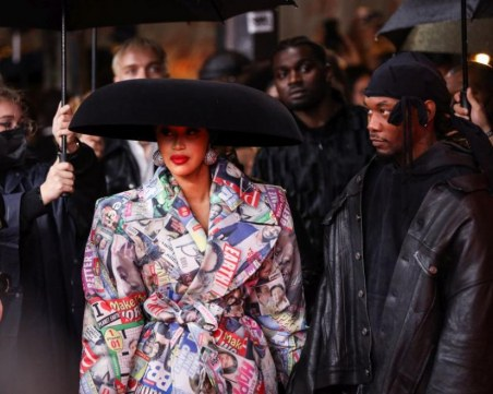Карди Би се снима под Триумфалната арка, хвали изкуството на Кристо