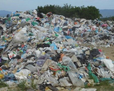 Разчистват незаконното сметище в Калугерово