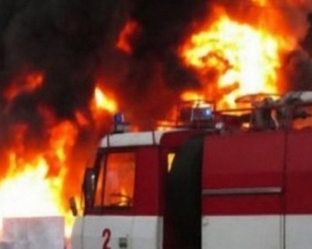 Деца на 1 и 4 години са жертви на жесток пожар във Варна