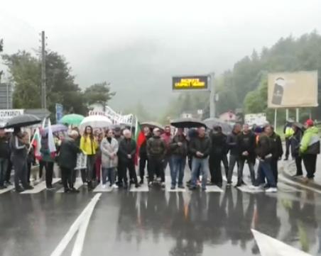 Протест затвори пътя от Велинград към магистралата