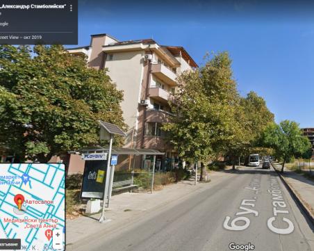 Поредно оплакване от градския транспорт: Шофьори подминават ученичка на спирка в Кючука