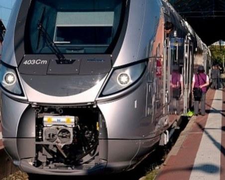 Влак уби трима мигранти във Франция