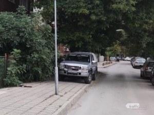 Законът е за балъците: Поредният водач превзел тротоар в Пловдив!