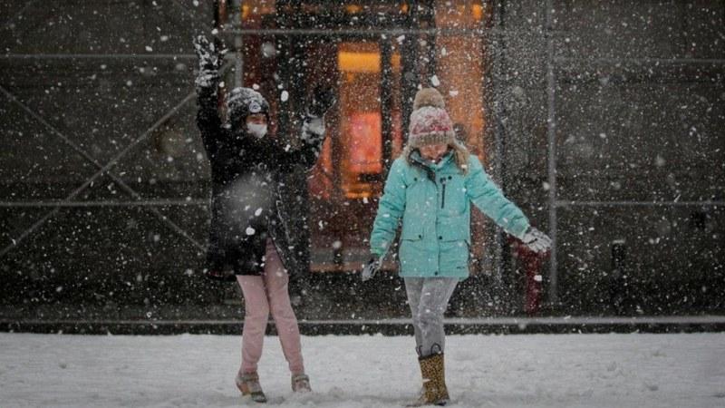 Иде сняг! Обявиха оранжев код за опасно време в Югозападна България утре