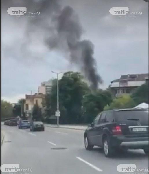 Пожар изпепели кола в центъра на Пловдив