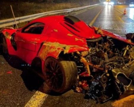 Луксозна кола с българска регистрация катастрофира в Чехия
