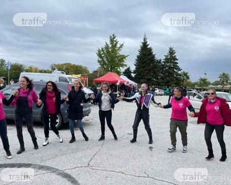 Десетки жени се събраха на Гребната база в подкрепа на кампания срещу рака на гърдата