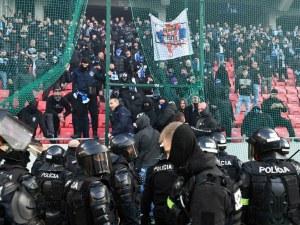 Бой между фенове прекрати дерби в Словакия