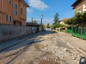 """Ремонтират улица """"Шипка"""" в Браниполе"""