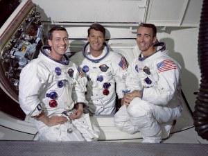 На този ден: Приключва първата пилотирана мисия на Аполо