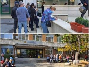 Опашки от желаещи да се ваксинират в Пловдив