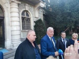 След срещата в общината: Рейсовете ще си вървят, Тодор Чонов  и шефът на ОКТ си остават