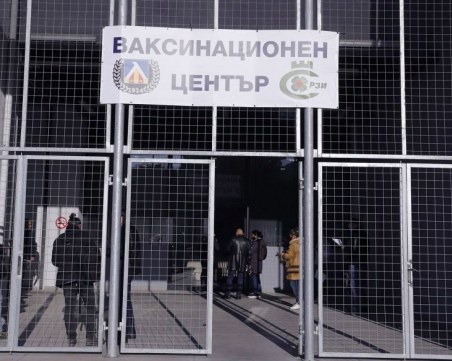 Още играчи и треньори на Левски се ваксинираха срещу COVID-19