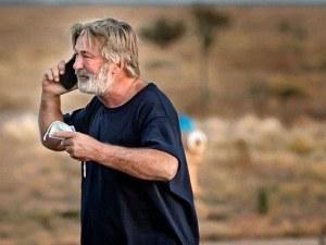 Алек Болдуин присъства на опелото на застреляната от него операторка
