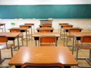 Директорка на училище е ходила на работа, въпреки че е била с позитивен тест