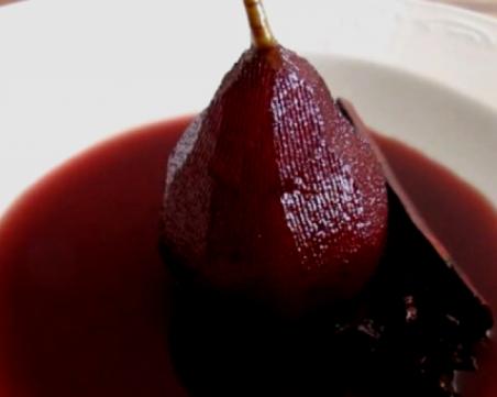 Круши в червено вино - актуален десерт за есента