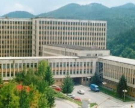 Мъж скочи от 9-ия етаж на болницата в Смолян и оцеля