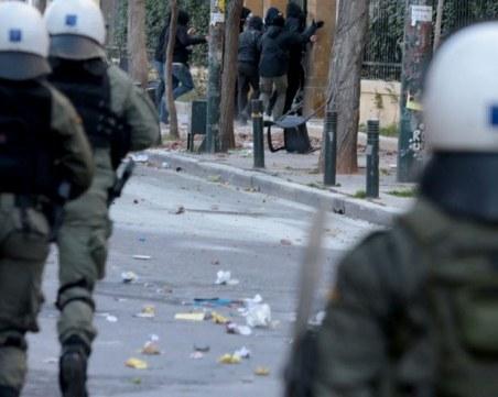 Сблъсъци между анархисти и полиция в Атина