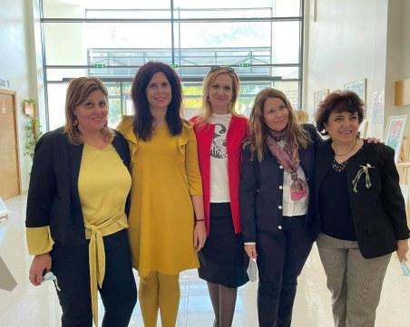 Студенти и преподаватели от МУ-Пловдив борят стреса с рисуване, показват творбите си в изложба