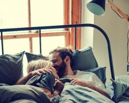 Начини да увеличите физическото докосване във вашия брак