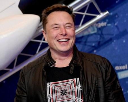 Илън Мъск предпочита да харчи парите си, за да изпраща хора до Марс отколкото да плаща данъци