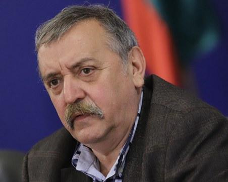 Кантарджиев: Изгубихме златни месеци за овладяването на пандемията