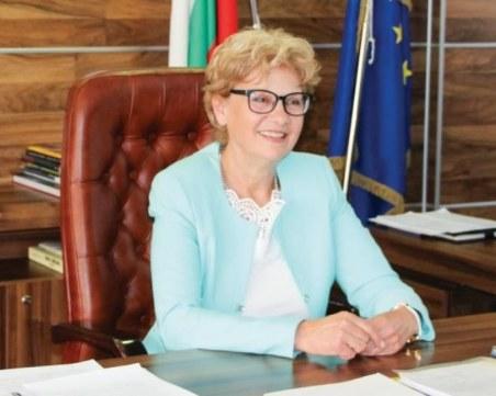 Министър Комитова: Забраняваме инженеринга, улесняваме изваждането на строително разрешително