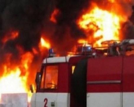 Пожар избухна в пловдивска болница, пет екипа огнеборци борят стихията