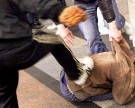След пиянски скандал: Двама пребиха мъж с метални тръби в Кършияка